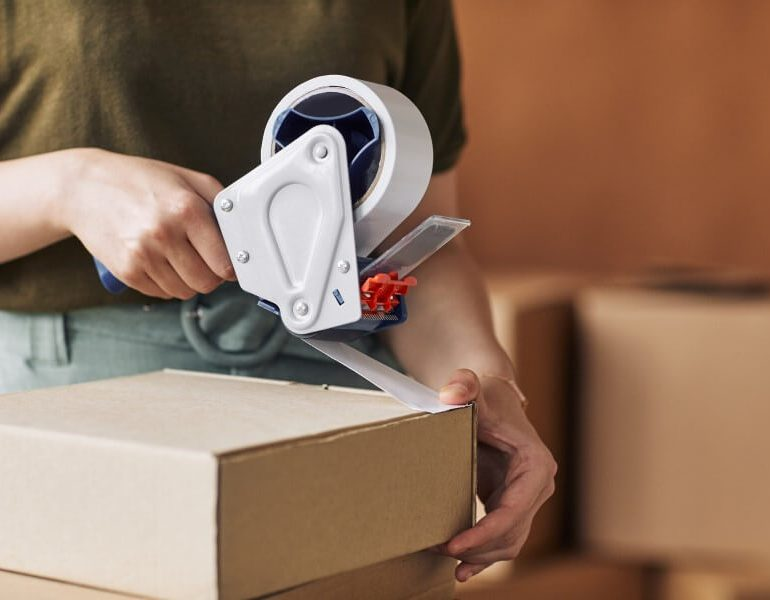 woman-packing-packages-G9BFFMX (1)